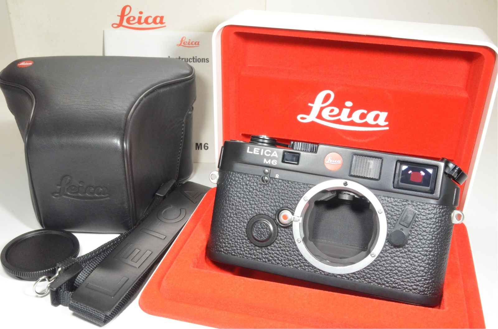 leica m6 0.72 black rangefinder serial no.1779265 year 1990 with case