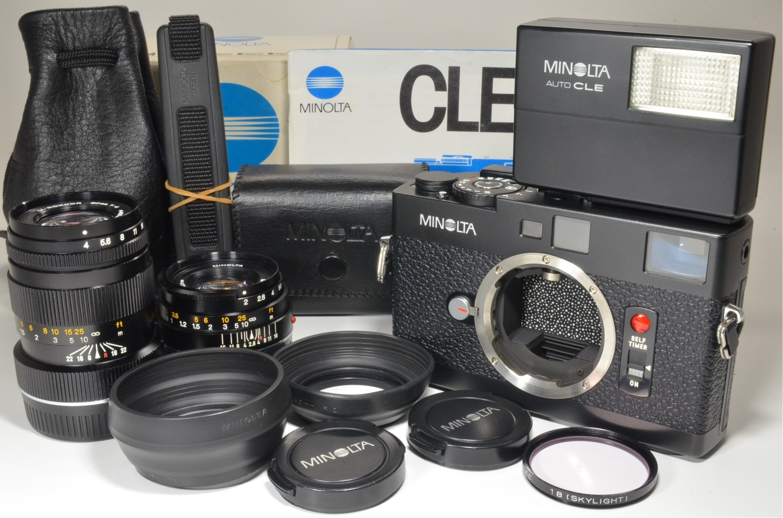 minolta cle 35mm film camera with lens m-rokkor 40mm f2, 90mm f4 and flash