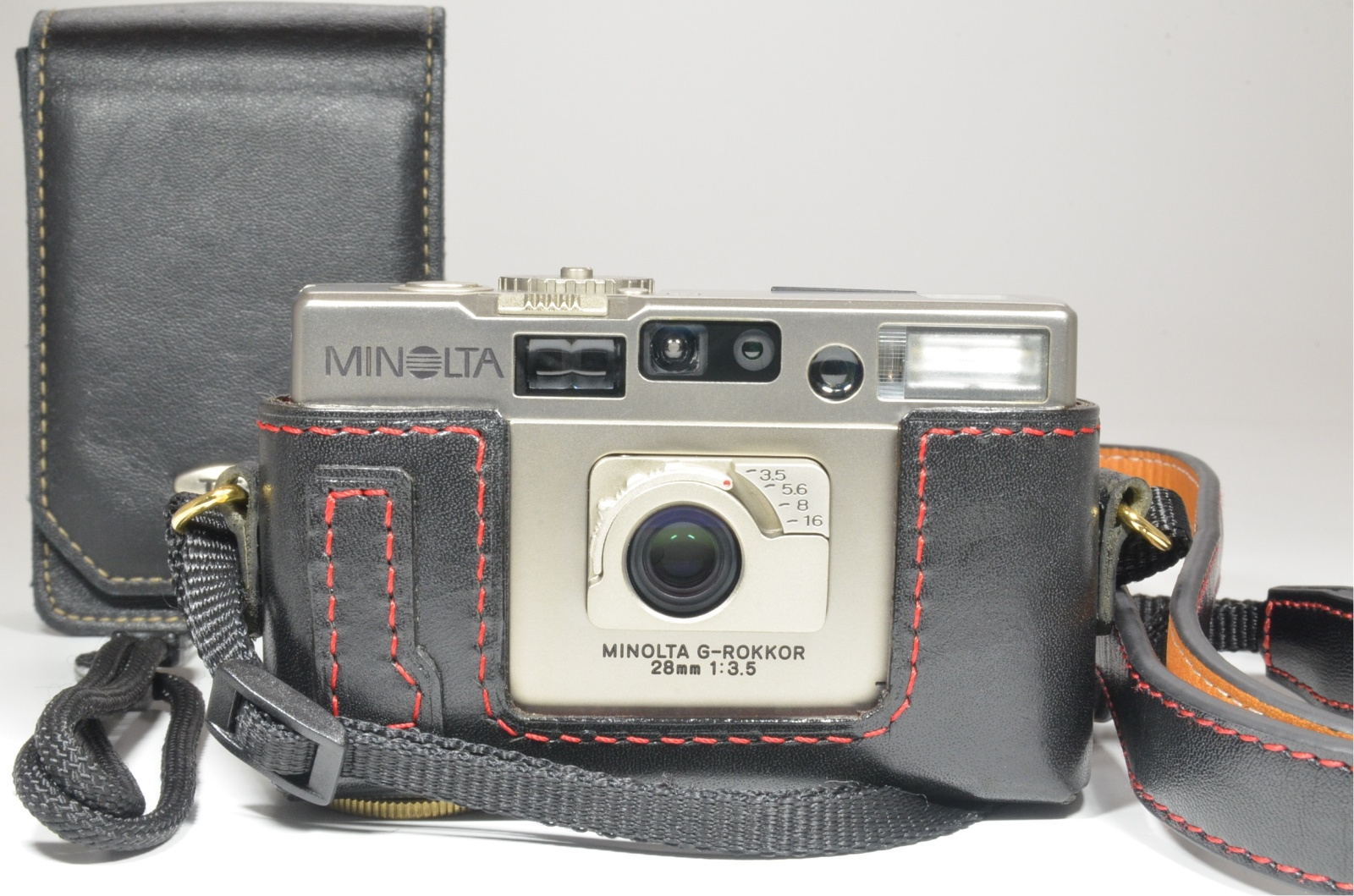 minolta tc-1 p&s film camera 28mm f3.5 with half leather case