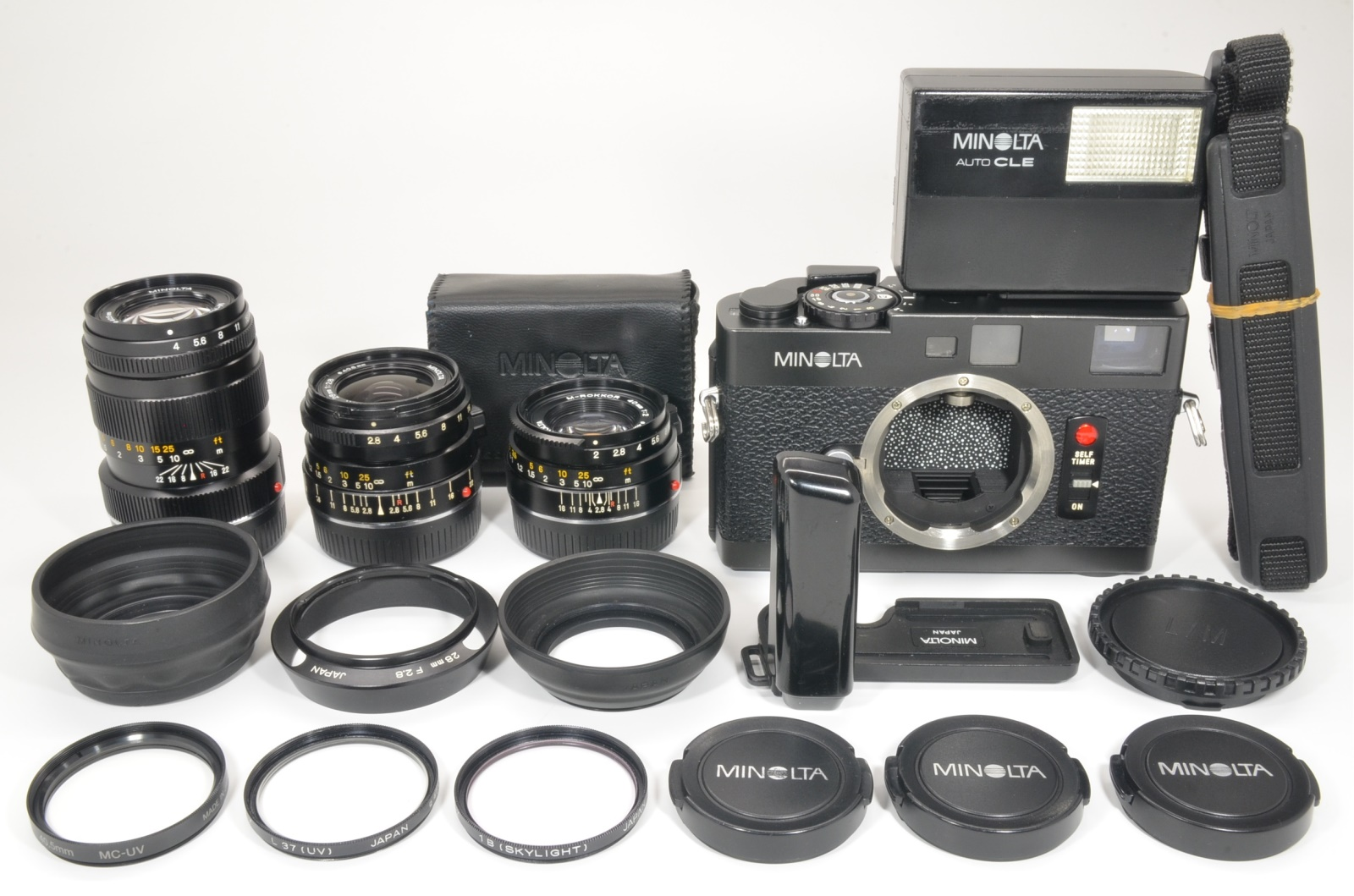 minolta cle 35mm film camera with lens m-rokkor 40mm f2, 28mm f2.8, 90mm f4